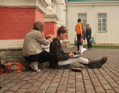 Даниэла Рябичева, с  друзьями на пленэре в Царицино