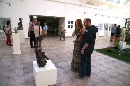 Скульптор  Александр Рябичев с дочерью Даниэлой  фото: Арт-Релиз.РФ (Записки о художниках)