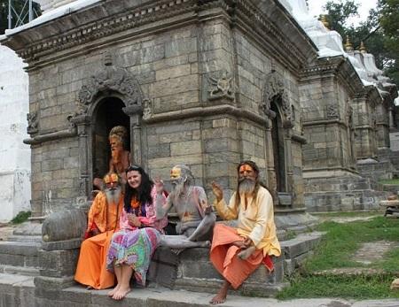 Фото из архива Мариам Непал, 2013 год Местные знаменитости — сидхи. Пашупатинат, Катманду