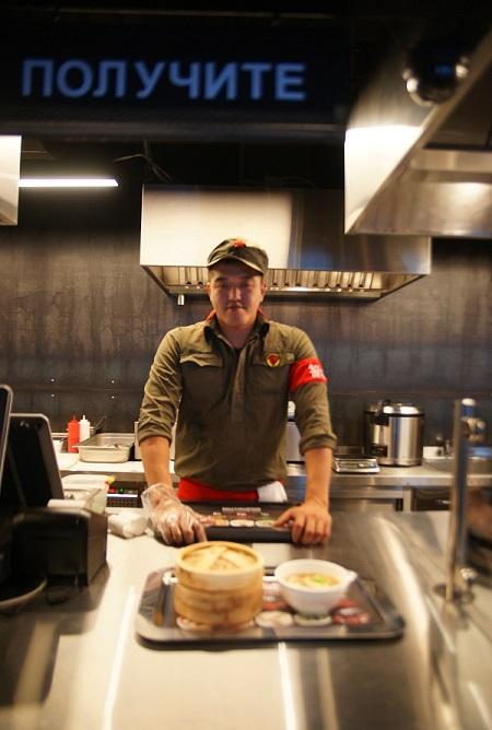 В ассортименте диктатура полезной еды: несколько видов вкуснейшей китайской лапши на воке, дим-самы ручной работы различных вкусов, азиатский рис и многое другое...