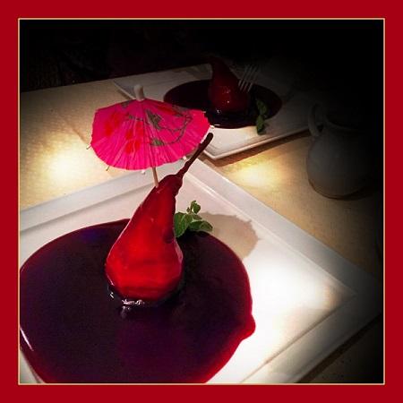 """Хинкальная сеть кафе-ресторанов в Москве Десерт  """"Пьяная груша"""" Груша отваренная в сиропе из красного вина со сливками 310 руб."""